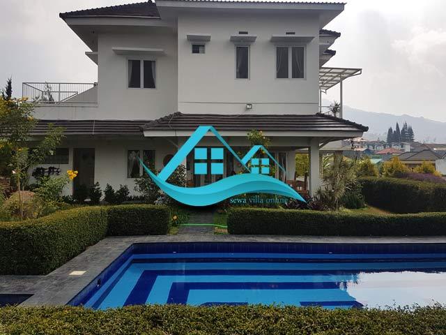 villa di cibodas puncak 5 kamar murah kolam renang pribadi